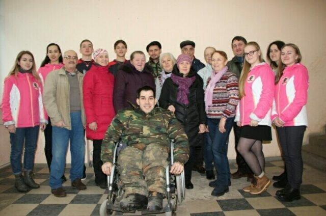 """Хоккеисты и волонтеры ХК """"Прогресс"""" посетили глазовскую городскую организацию инвалидов """"ВОИ"""""""